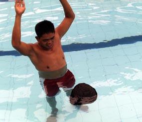 Batu 5 Kg Mengapung Air Widy Papanya Baghdatis Kolam Renang