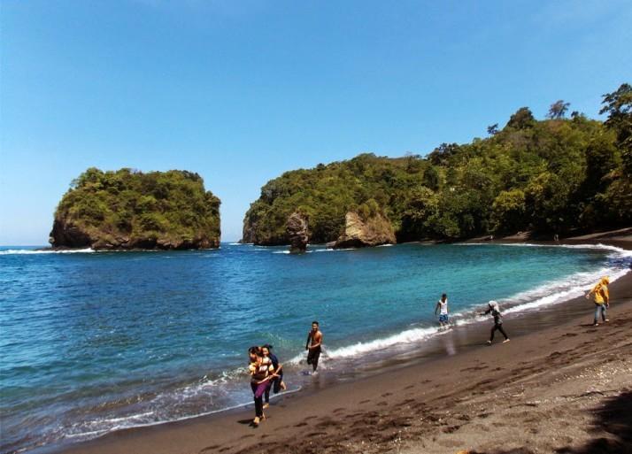 5 Tempat Wisata Pantai Lumajang Indonesia Berlokasi Bago Pasirian Kabupaten