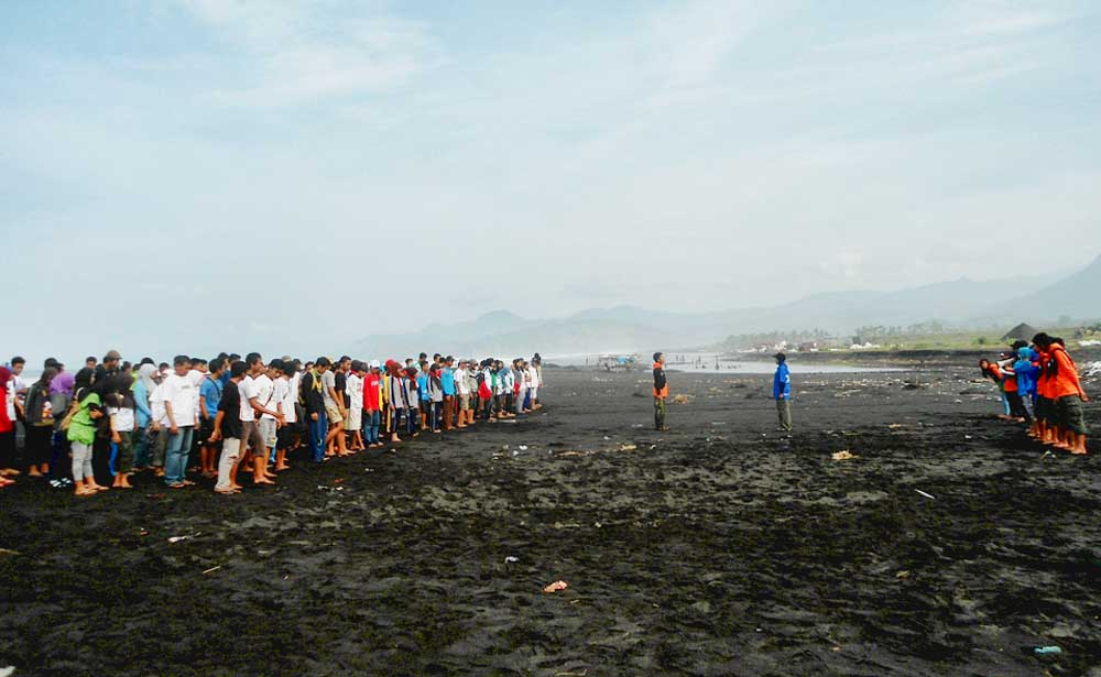 Kegiatan Beach Clean Pantai Bambang 2013 Kim Sinar Harapan Himpunan