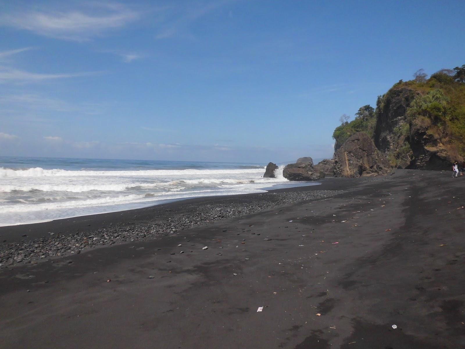 Keindahan Wisata Pantai Bambang Lumajang Menjadi Andalan Kabupaten Popularitasnya Rendah