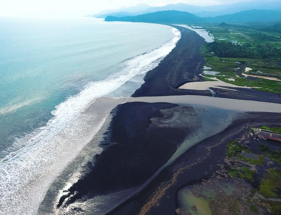 Lumajang Punya Objek Wisata Alamak Jang Rekreasi Alam Pantai Bambang
