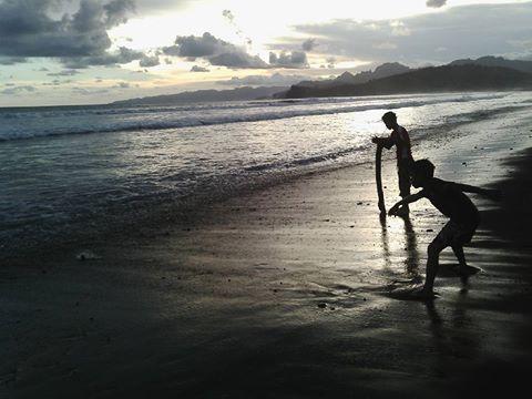 Pantai Bambang Pasir Hitam Lumajang Punya Wisata Murah Meriah Nanti
