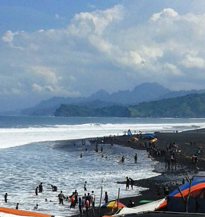 Raya Kupatan Ayo Berkunjung Pantai Bambang Pasirian Hari Kab Lumajang