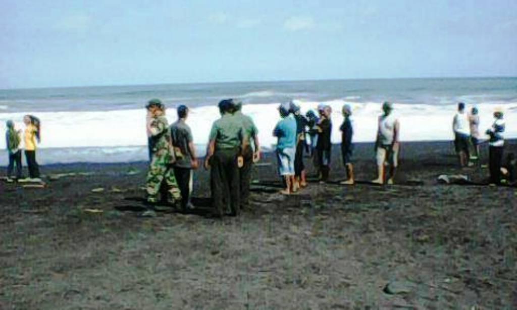 Tumbal Bocah 15 Hilang Terseret Ombak Pantai Bambang Makan Kab