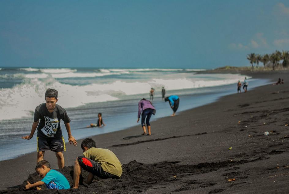 Wisata Pantai Lumajang Pesona Pariwisata Seni Budaya Jendela Bambang Kab