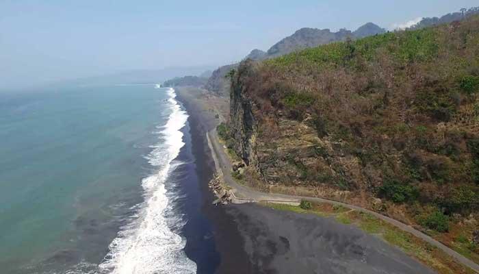 10 Tempat Wisata Menarik Kabupaten Lumajang Reygian Pantai Tlepuk Kab