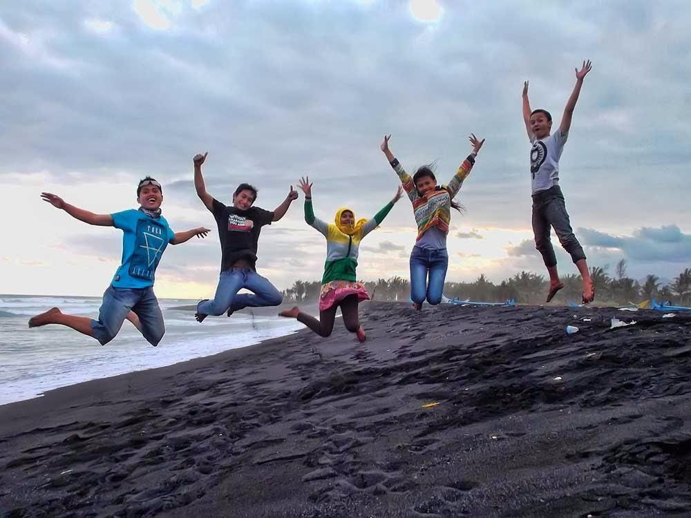 Bentuk Kecintaan Ajang Terhadap Wisata Bahari Lumajang Kim Sinar Naah