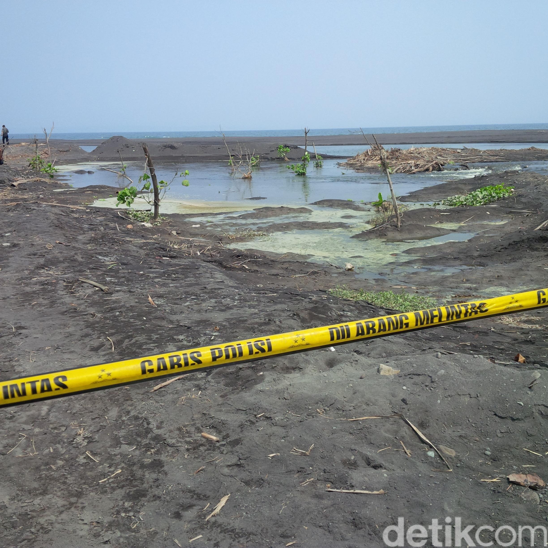 Digaris Polisi Pantai Watu Pecak Rusak Ditambang Bersebelahan Bambang Kedua