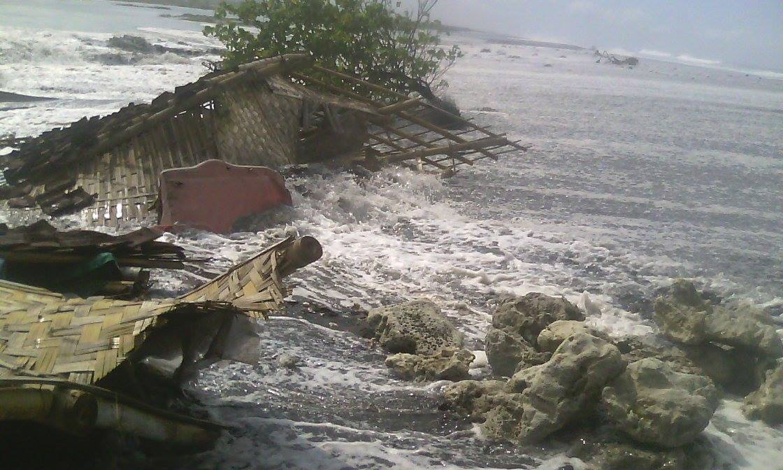 Gelombang Pasang Pantai Watu Pecak Mengamuk Sejumlah Rumah Warga Lumajang