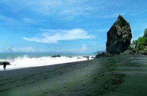 Keindahan Wisata Pantai Watu Pecak Lumajang Tiket Masuk Murah Rp