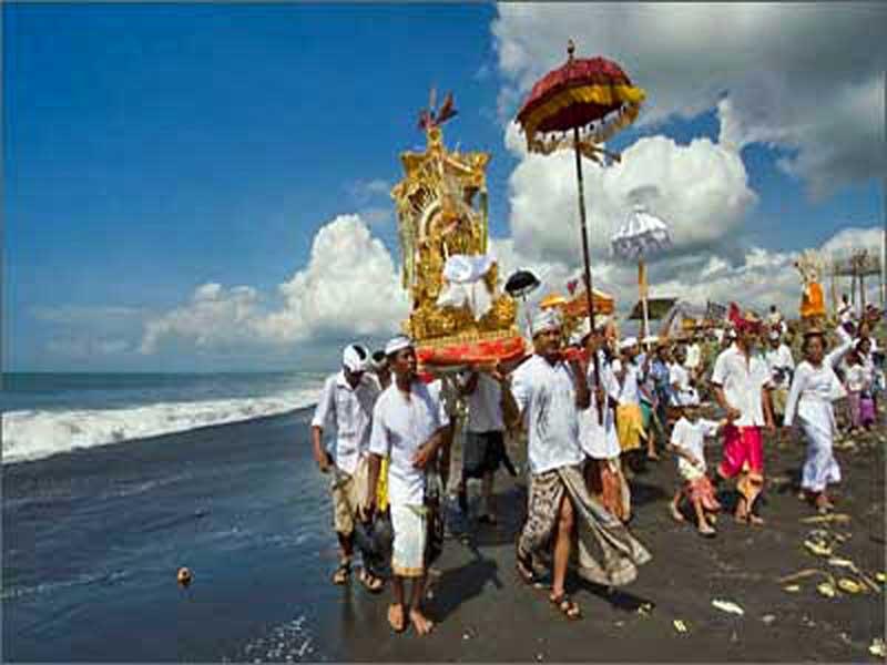 Ritual Melasti Pantai Watu Pecak Lumajang Kim Sinar Harapan Melasti12