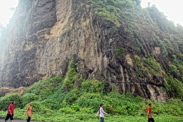 Watu Godeg Objek Wisata Pantai Memukau Lumajang Twisata Tlepuk Kab