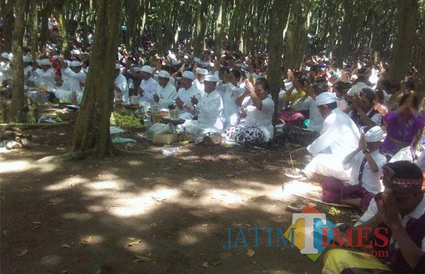 Jelang Hari Raya Nyepi Ummat Hindu Lakukan Melasti Pantai Watu