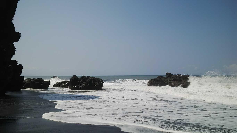 Obyek Tempat Wisata Lumajang Menarik Dikunjungi Simomot Pantai Watu Godeg