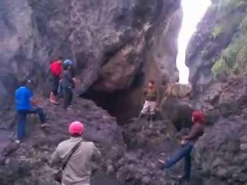 Ombak Wisata Watu Godek Lumajang Youtube Pantai Pecak Kab