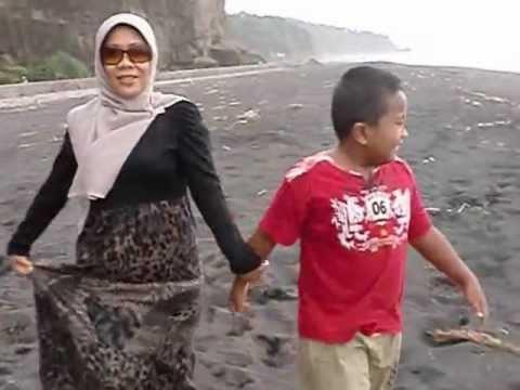 Pantai Watu Godeg Pasirian Bukit Berbunga Lumajang Youtube Pecak Kab