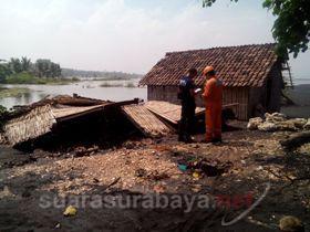 Suarasurabaya Net Jaring Radio Ombak Tinggi Warga Pesisir Pantai Watu