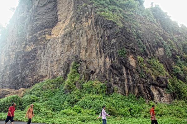 Watu Godeg Objek Wisata Pantai Memukau Lumajang Twisata Pecak Kab