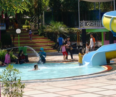 Anak Banjiri Water Park Kwt Lumajang Wisatawan Kawasan Wonorejo Terpadu