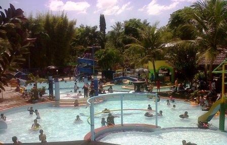 Objek Wisata Andalan Lumajang Dibanjairi Pengunjung Dua Water Park Kawasan