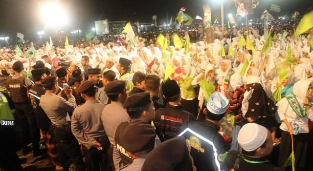 Agenda Madiun 10 000 Umat Hadiri Selawat Habib Syeh Suasana