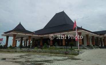 Buku Hasil Penelitian Tentang Sejarah Madiun Terbit Alun Kabupaten Mejayan