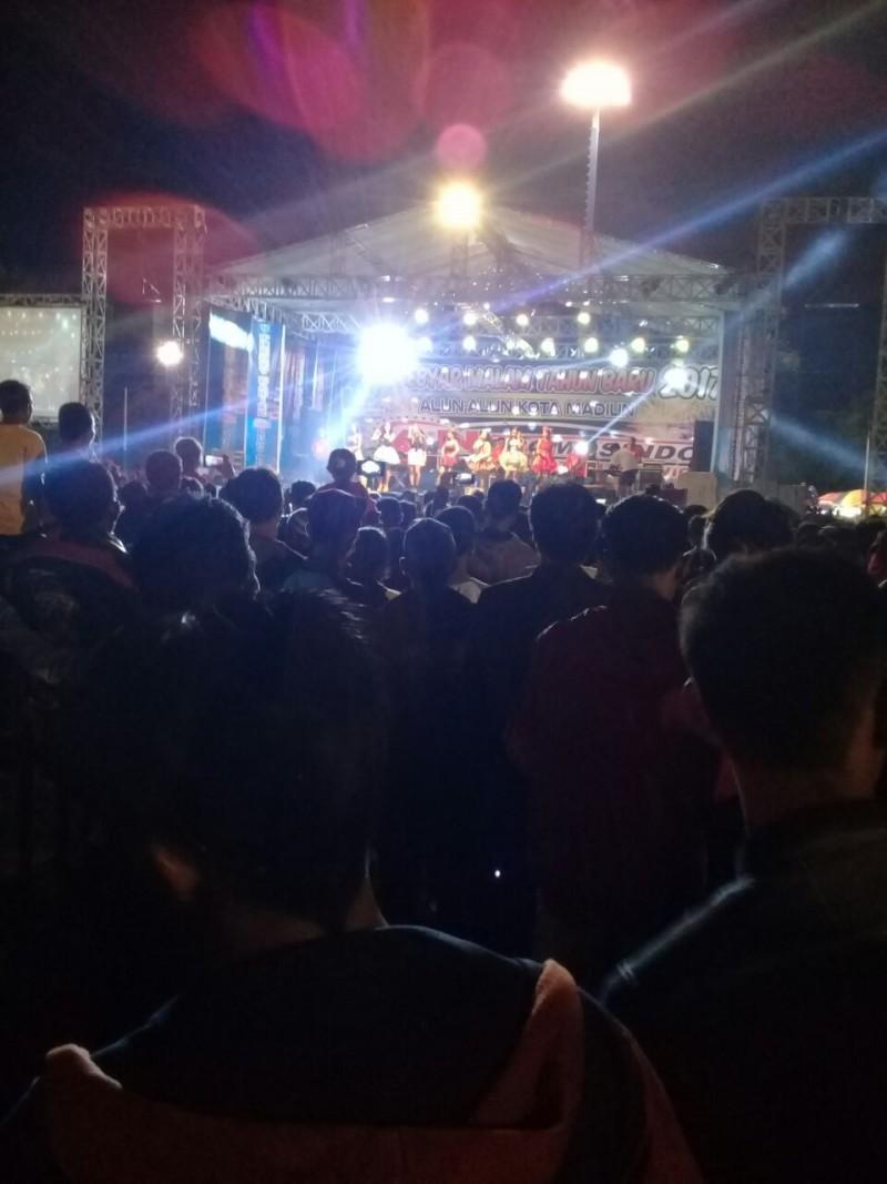 Daerah Malam Ribuan Warga Padati Alun Madiun Kota Kab