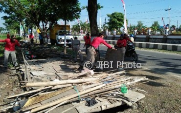 Penataan Pkl Madiun Ganggu Keindahan Kantor Pemkab 30 Petugas Satpol