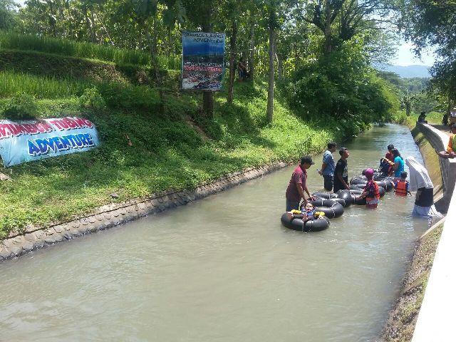 Wisata Madiun Akhir Pekan Wisatawan Padati Desa Brumbun Sejumlah Bermain