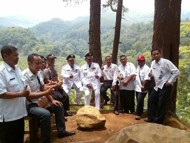 Pemotretan Destinasi Wisata Hutan Pinus Nongko Ijo Kabupaten Madiun Terletak