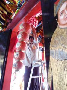 2012 Madiun Info Jelang Imlek Klenteng Hwie Ing Kiong Berhias