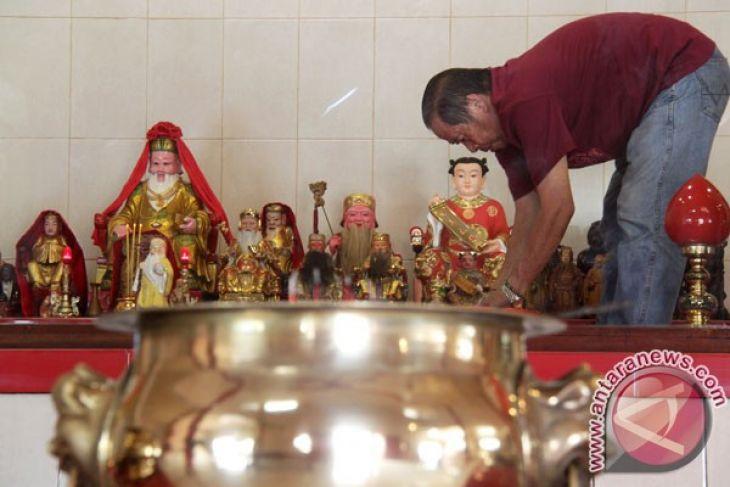 Masyarakat Tionghoa Madiun Bersih Klenteng Jelang Imlek Tri Dharma Kab