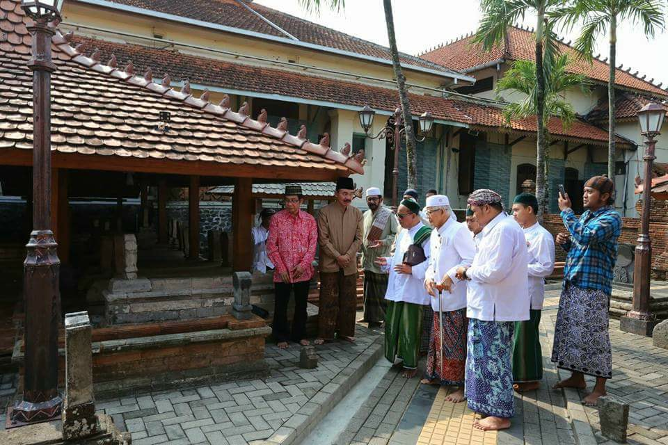 Inilah Daftar Nama Alamat Makam Wali Se Nusantara Home Ziarahi