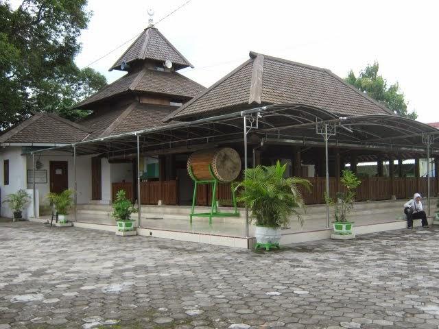 Makam Masjid Kuno Taman Madiun Info Wisata Online Kab