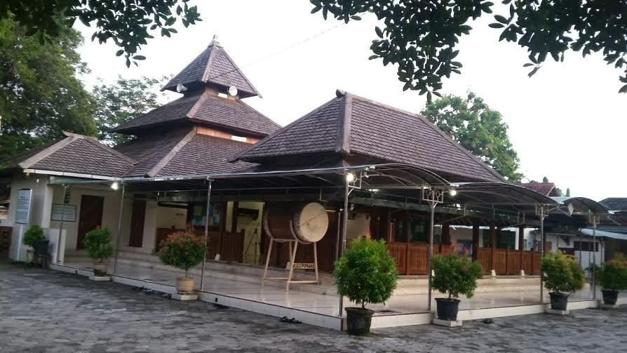 Masjid Besar Kuno Taman Madiun Tua Peninggalan Abad 18 Foto