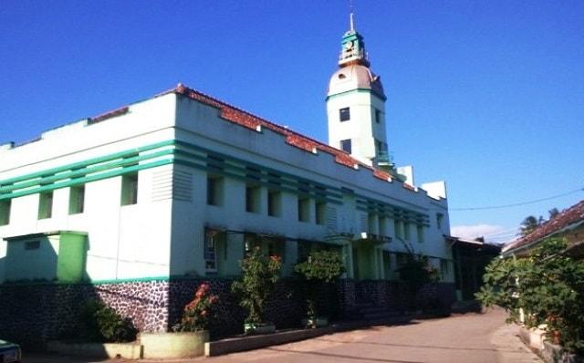 Masjid Cipari Wanaraja Tujuan Wisata Religi Garut Traveluxion Makam Kuno