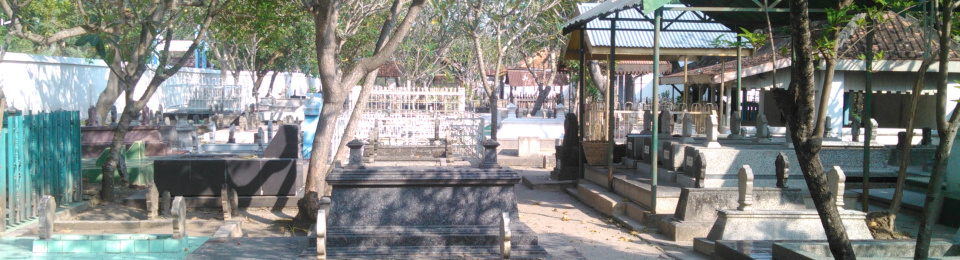Masjid Kuno Kuncen Makam Kerabat Bupati Madiun Taman Kab