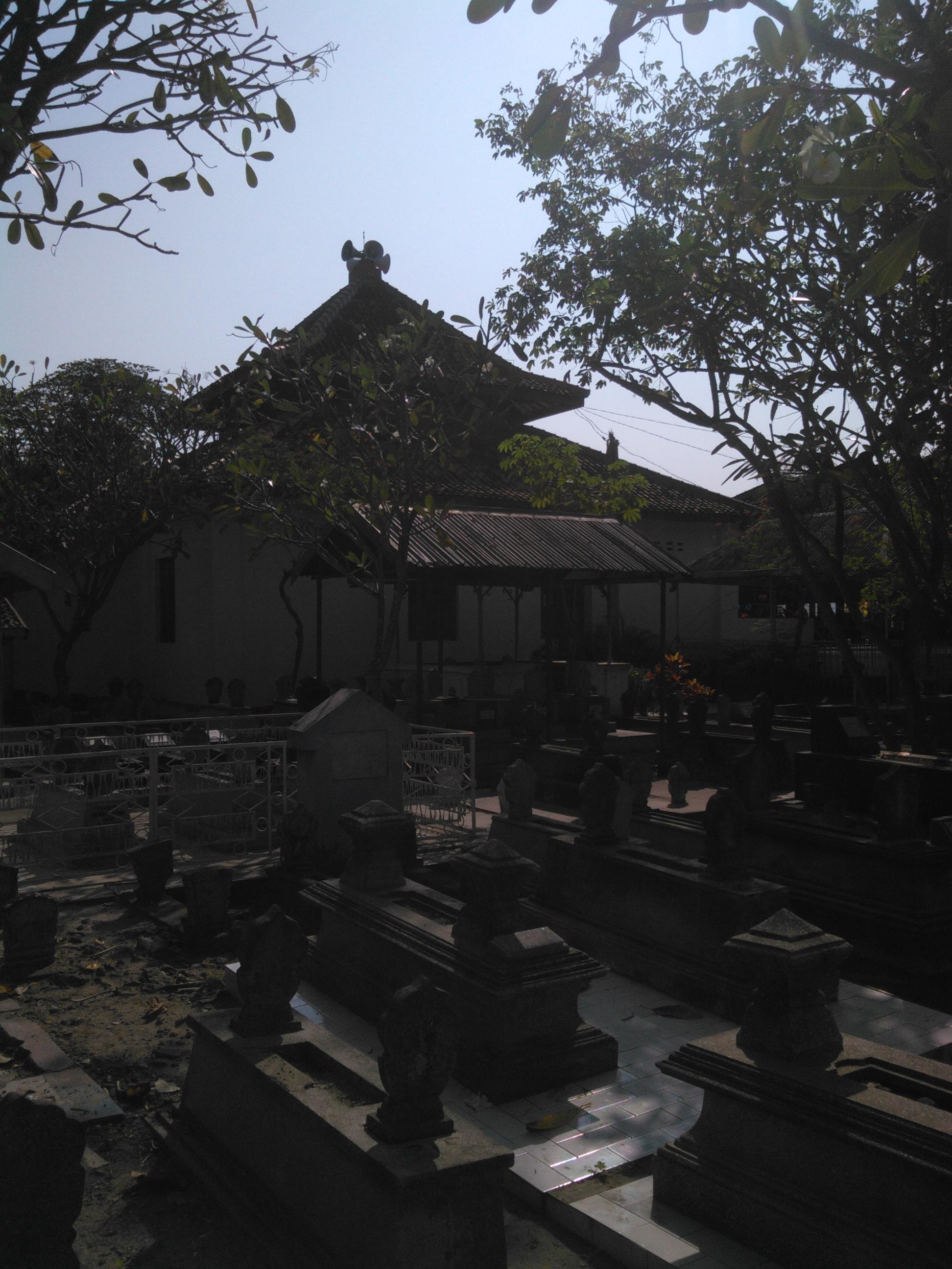 Masjid Kuno Kuncen Makam Kno Taman Kab Madiun
