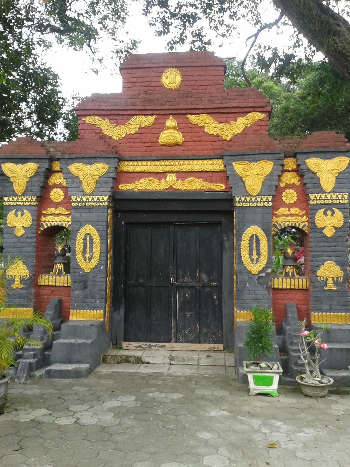 Mengunjungi Wisata Religi Masjid Makam Taman Madiun Lelaki Akrab Dipanggil