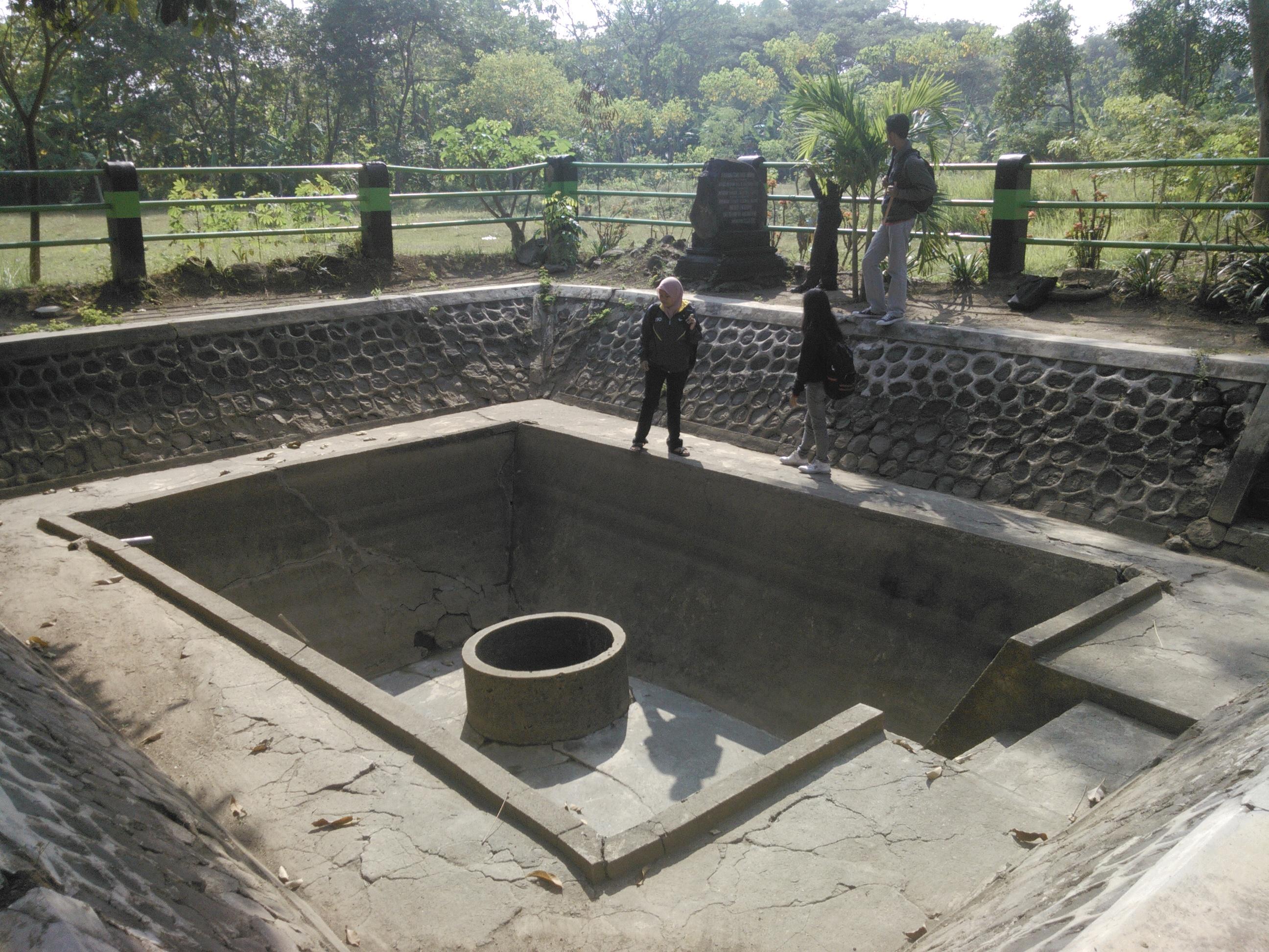 Sendhang Asal Kota Madiun Makam Masjid Kuno Taman Kab