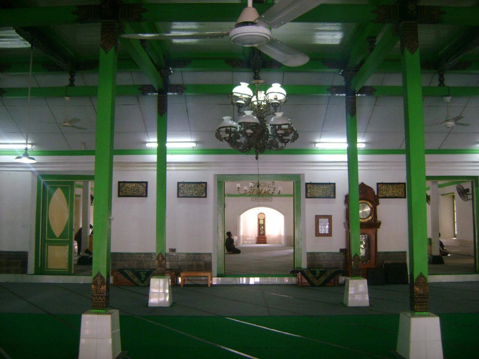 Sensasi Mistis Historis Unik Sebuah Masjid Kuno Pemandu Makam Taman