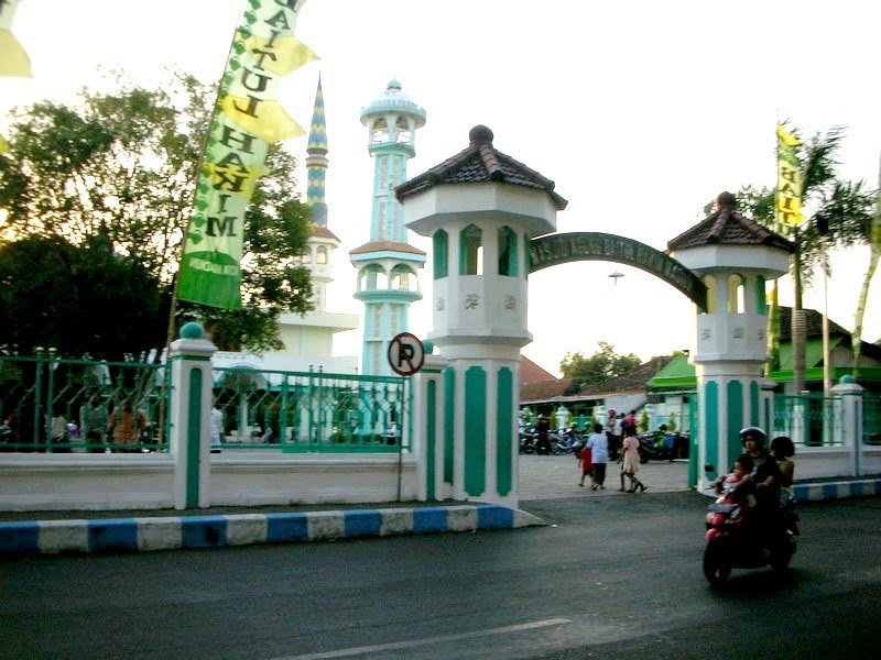 Masjid Agung Baitul Hakim Aloon2 Madiun Mapio Net Besar Kota