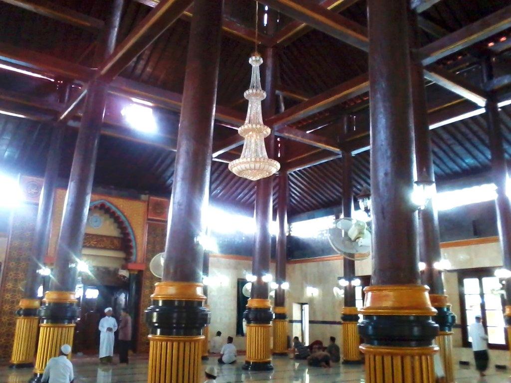 Masjid Agung Baitul Hakim Kota Madiun Terbesar Arsitektur Eropa Timur