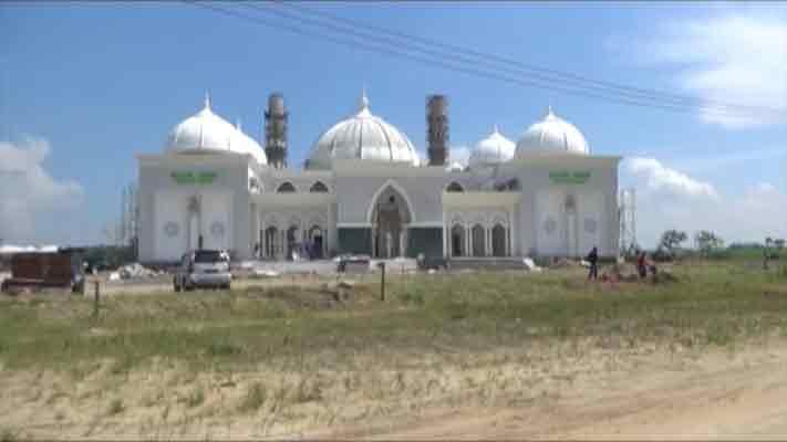 Puluhan Emak Dikerahkan Bersihkan Masjid Agung Madiun Pojok Pitu Quba