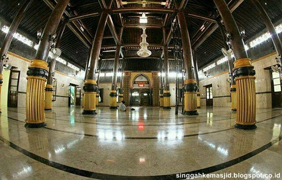 Singgah Masjid Agung Baitul Hakim Kota Madiun Interior Ruang Utama