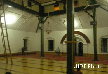 Masjid Sewulan Membaca Rahasia Balik Agung Ruang Induk Kecamatan Dagangan