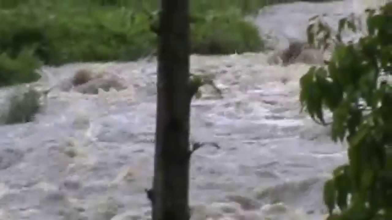 Banjir Bandang Catur Desa Kresek Kab Madiun Youtube Monumen