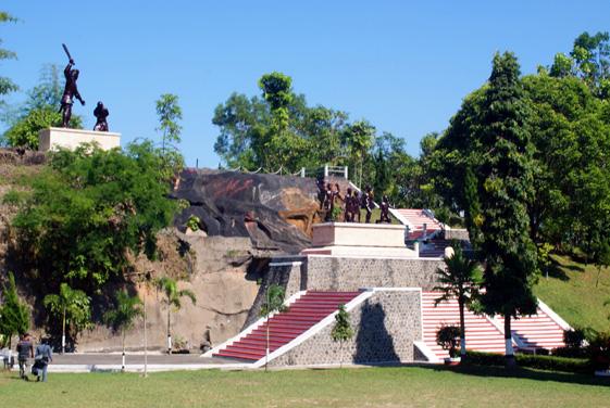 Monumen Kresek Prasasti Pengingat Kekejaman Pki Madiun Takaitu 561x376 Kab
