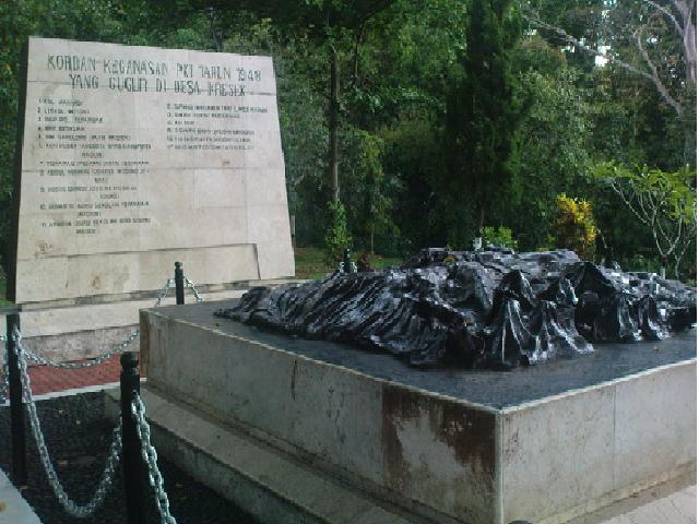 Wisata Daerahku Monumen Kresek Terdapat Kecil Terbuat Batu Mengukir Nama