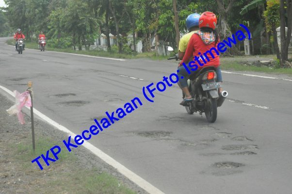 Akibat Jalan Rusak Anggota Dprd Kabupaten Madiun Mengalami Kecelakaan Tunggal